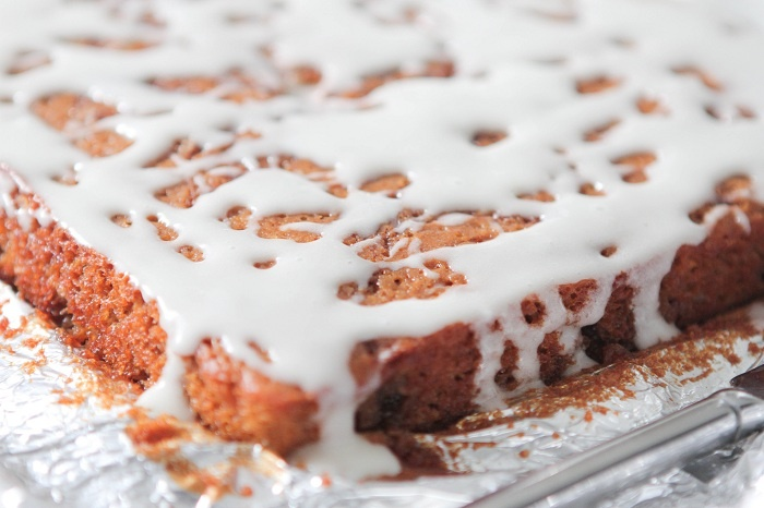 Heath Bar Chocolate & Toffee Cinnamon Roll Recipe — Dishmaps
