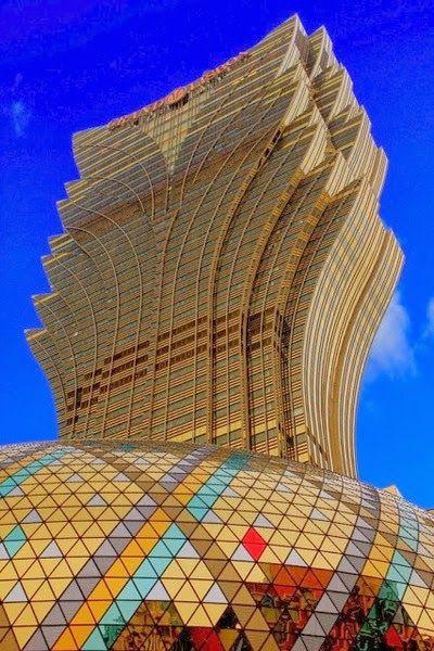 Grand Lisboa -Enjoy a unique gastronomic experience in Macau
