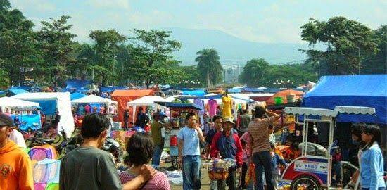 Bandung dikenal sebagai surganya shopaholic. tidak heran, jika Bandung memiliki banyak tempat-tempat belanja yang menarik. selain menarik, Bandung juga menawarkan tempat belanja yang murah meriah. yuk intip, dimana saja tempat belanja itu.