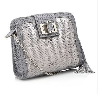 This gorgeous grey sequin bag is today's Monday must have! With sparkling sequins it adds glamour to any outfit! and now just £17.50 :-)