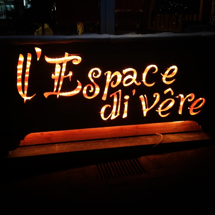 L'Espace di Vêre. Enseigne lumineuse