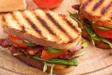 σάντουιτς με απάκι και ρόκα http://www.gastronomos.gr/grigores_sintages/1602/Santouits-me-apaki-kai-roka