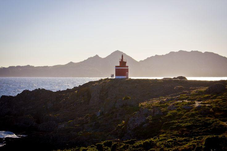 Imagen del faro de Punta Robaleira, en Cangas. Fotografía enviada por Leonor Parcero.