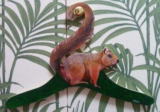 Appendiabiti scoiattolo.