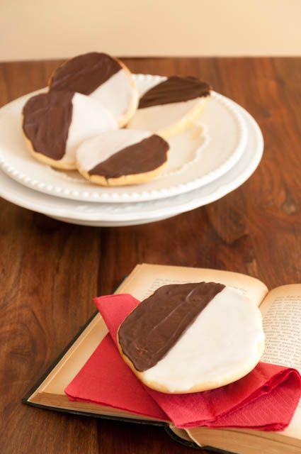 Diese süßen Amerikaner sind nicht nur was für Kinder: luftig-lockerer Teig mit Zuckerguss und Schokolade.