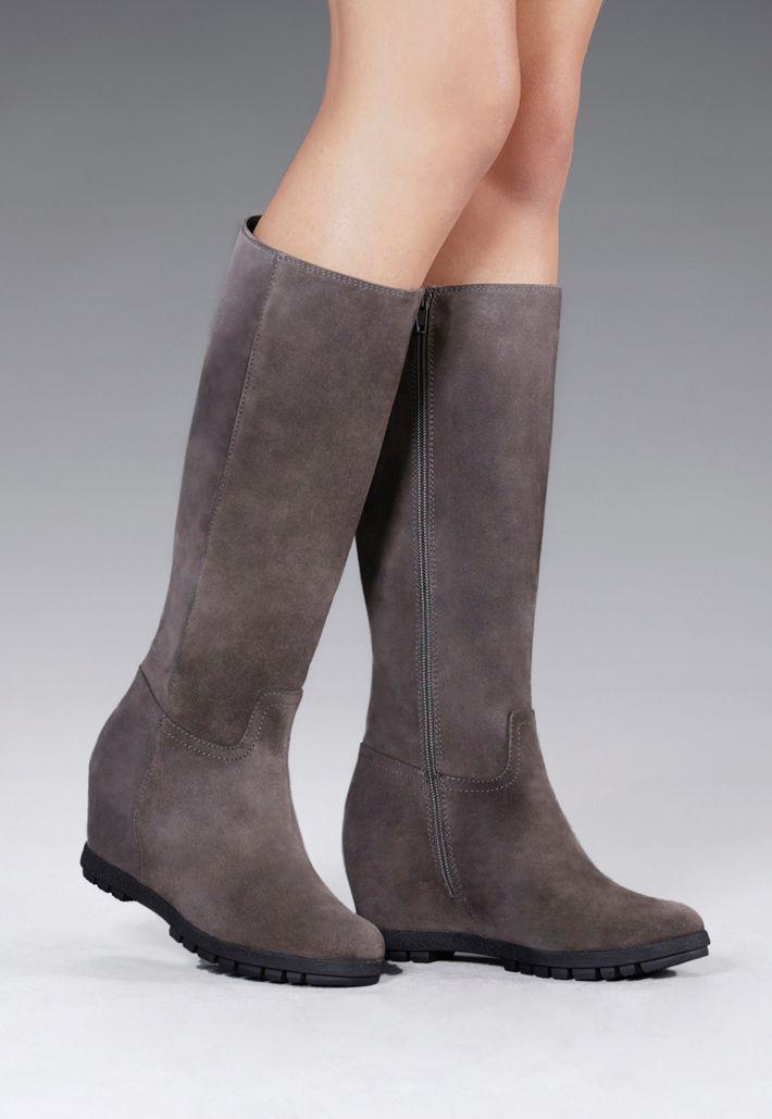 Protege tus pies y estiliza tu figura con unas botas Gadea. ¡Comodidad y bienestar para tus pies a cada paso!