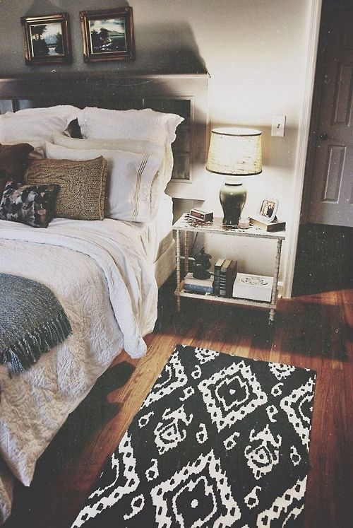 Window Headboard, Cute And Functional Side Table, And The Ikat Rug   Great  Sleeping Space.   Love The Rug