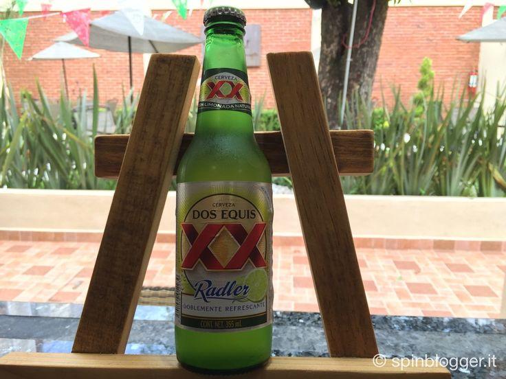 la birra dos Equis Radler é la variante più conosciuta della Dos Equis, si distingue per il suo sapore al gusto di limone, la ricetta é di facile preparaz