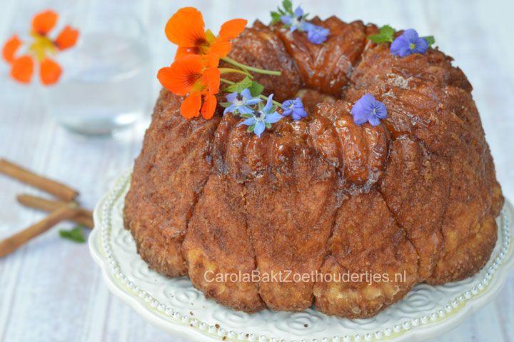 Monkeybread is een echt Amerikaans recept. Het is een zoet luxe brood in cakevorm waarvan je stukjes af kunt halen. Heerlijk met kaneel en suiker!
