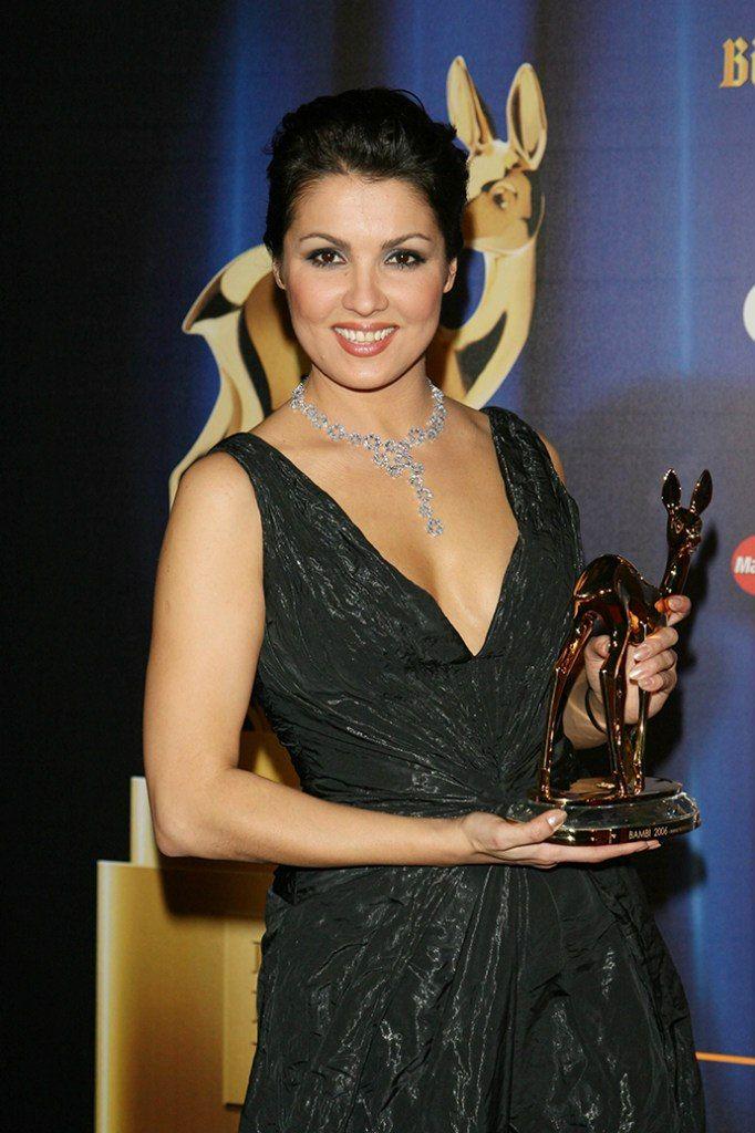 81 best anna netrebko images on pinterest opera singers classical music and opera - Anna netrebko casta diva ...