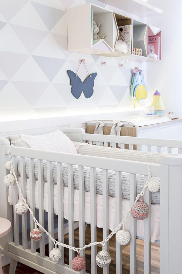 Quarto de bebê geométrico e em tons pastel
