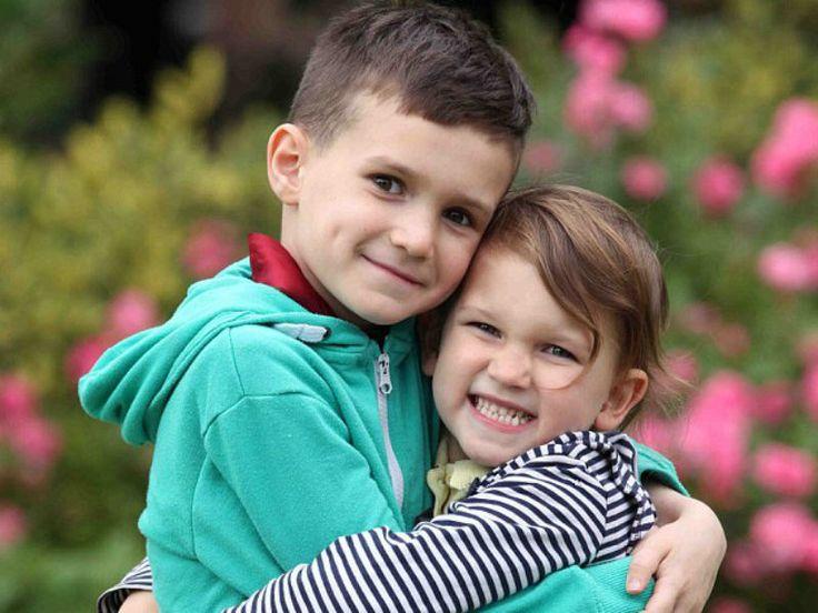 Uma garota de 4 anos irá doar células-tronco para salvar a vida do seu irmão, Scott, que sofre de anemia aplástica.