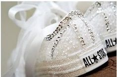 Wedding Tennis Shoes converse to dance in afterwards.Repin by Inweddingdress.com