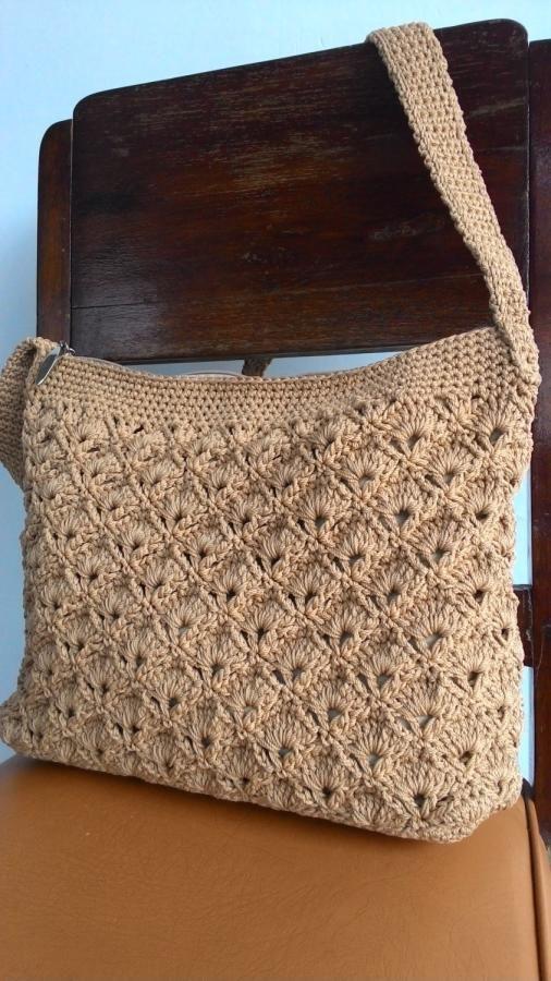 Fan and v-stitch bag - Crochet creation by Farida Cahyaning Ati