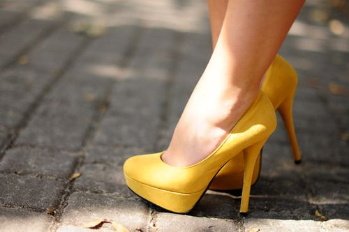 Love a good yellow heel. I don't see enough people wearing yellow heels, and I really need to get some.