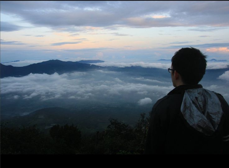 Tanggal 19 Desember merupakan salah satu hari yang menegangkan bagi saya. Saya memang memiliki keinginan untuk mendaki gunung sejak dulu namun baru bisa direalisasikan pada tahun 2015 yaitu mendaki Gunung Cikuray. Terdapat 3 pengalaman pertama yang terjadi di Cikuray yang tidak akan saya lupakan seumur hidup. Pengalaman pertama adalah saya dan teman-teman saya harus menyetir …