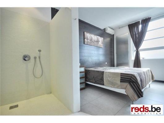 Meer dan 1000 idee n over betegelde badkamers op pinterest grijze tegels badkameridee n en - Betegelde douche ...