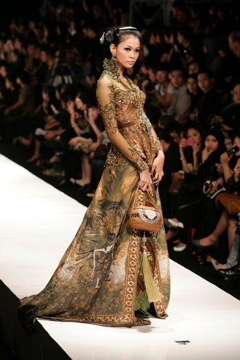 an earthy colors of glamorous Kebaya, can accentuate tan/brown skin