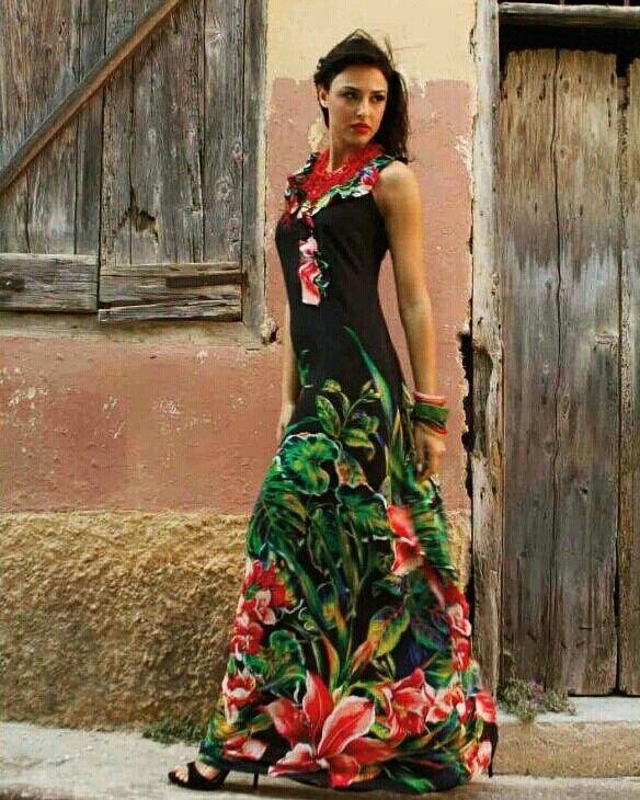 Μάξι εμπριμέ φόρεμα για εντυπωσιακές εμφανίσεις! Επισκεφθείτε το eshop της Queen Fashion για όλες τις αγορές σας: https://queenfashion.gr/ #queenfashion #dress #outfit #collection #summer #ss17