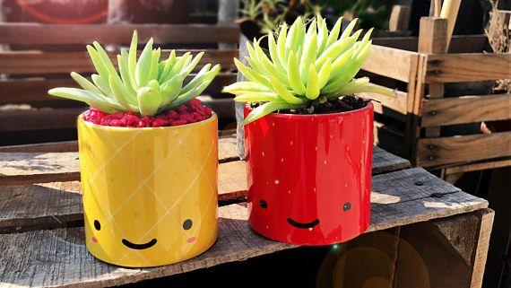 Blumentopf - glückliche Ananas.#etsyde#weihnachtsgeschenke#handgemacht #FindeDeinWeihnachten