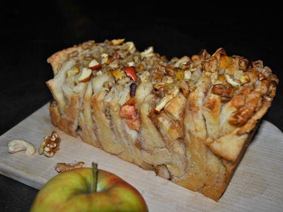 Das beste, was du jetzt aus Apfel machen kannst. Pull-Apart-Bread mit Zimt und Apfel | http://eatsmarter.de/rezepte/pull-apart-bread-mit-zimt-und-apfel
