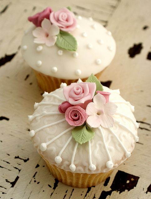 vintage rose cupcakes - photo inspiration