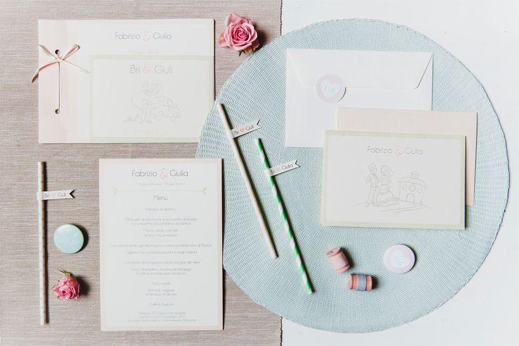 Coordinato matrimoniale in rosa pesca e verde menta, con illustrazioni personalizzate by Youco wedding Paper