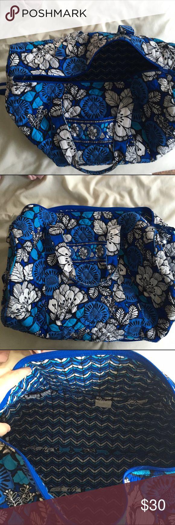 Vera Bradley duffel bag Blue printed Vera Bradley duffel bag. Has a pocket on the inside. Perfect for traveling! Vera Bradley Bags Travel Bags