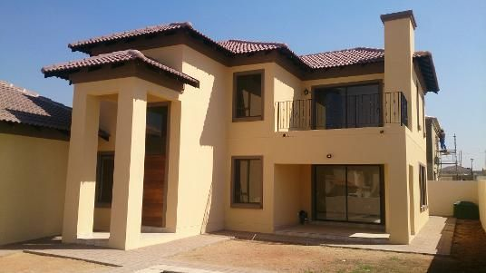 Modern Tuscan home in Breakfree Estate, Midrand