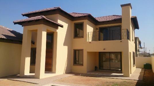 Modern Tuscan home in Breakfree Estate, Midrand
