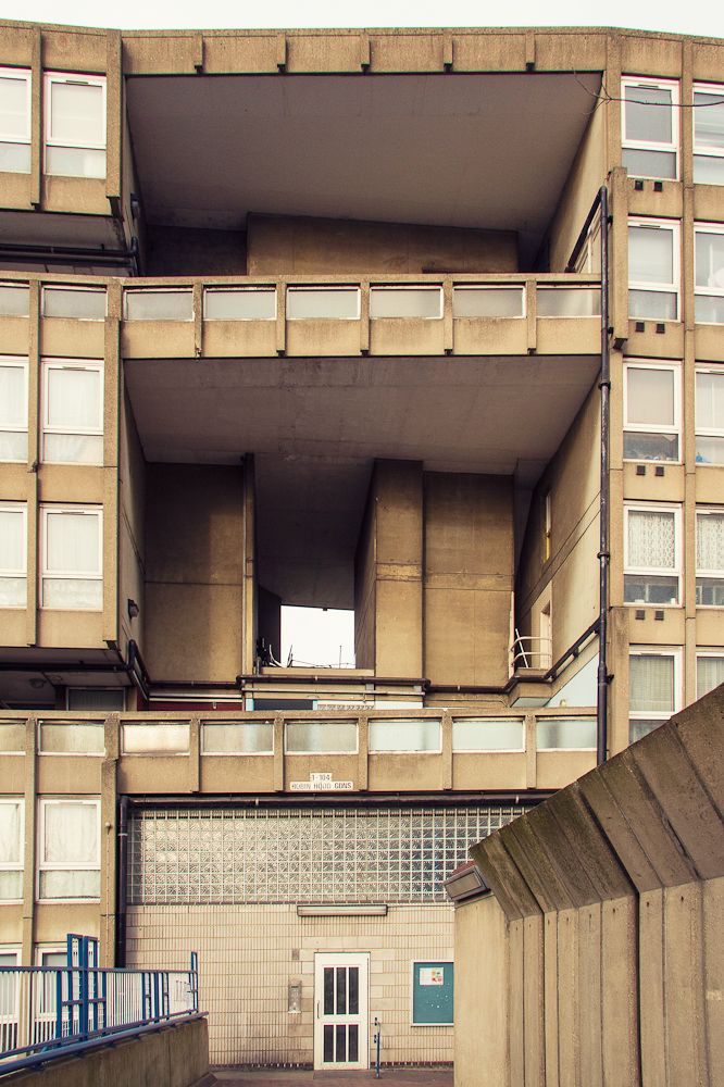 ROBIN HOOD GARDENS | POPLAR | LONDON BOROUGH OF TOWER HAMLETS | LONDON | ENGLAND: *Build: 1967-1972; Architects: Alison & Peter Smithson* Photo: via photoplus.sk