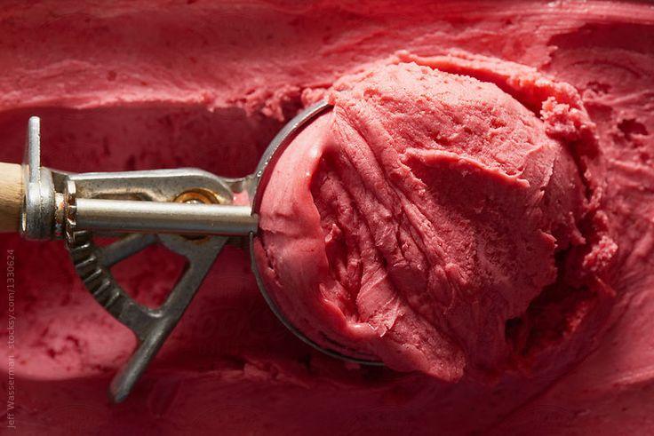 Tub of raspberry gelato with scoop