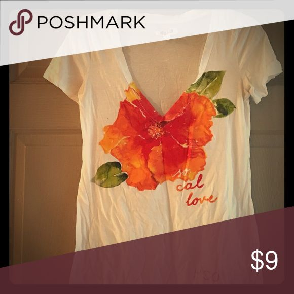 MAKE AN OFFER‼️Hollister Floral Tee Size S Really nice and super cute women's white short sleeve v-neck shirt from popular brand Hollister. You'll love how cute you will look in this shirt. Hollister Tops Tees - Short Sleeve
