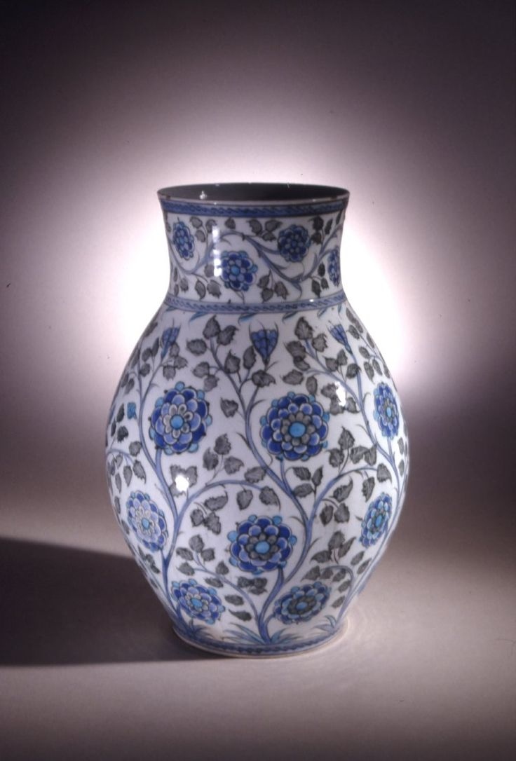 16th century tile vase, Iznik, Turkey