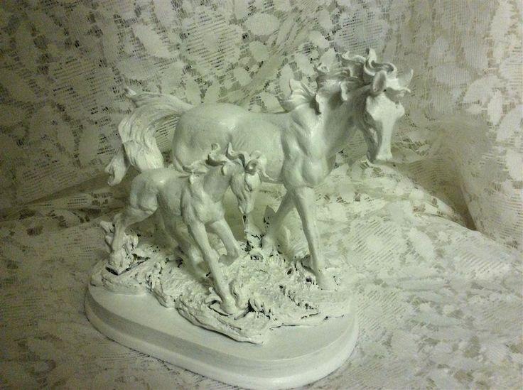 Annons på Tradera: Vit häst med föl vita hästar figurin