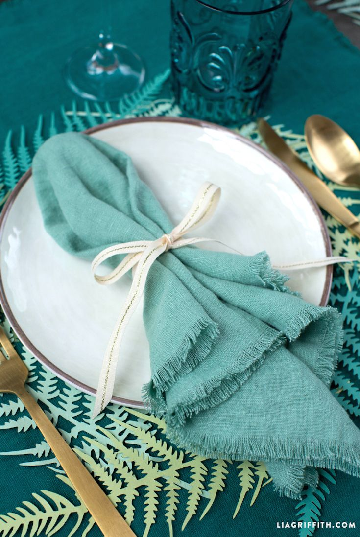 Using Paper Ferns for Spring Table Decor