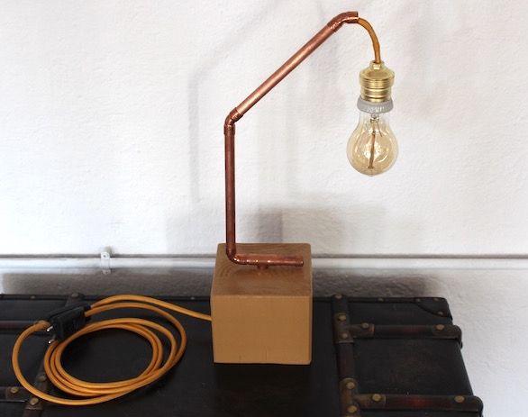 """""""Calonge"""" Lampara: Lampara decorativa con taco de madera de roble , tubo de cobre, bombilla decorativa y cableada con cable eléctrico textil. Síguenos desde aquí..."""