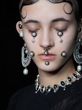 Le défilé Givenchy automne-hiver 2015-2016, côté beauté Zippertravel .com Digital Edition