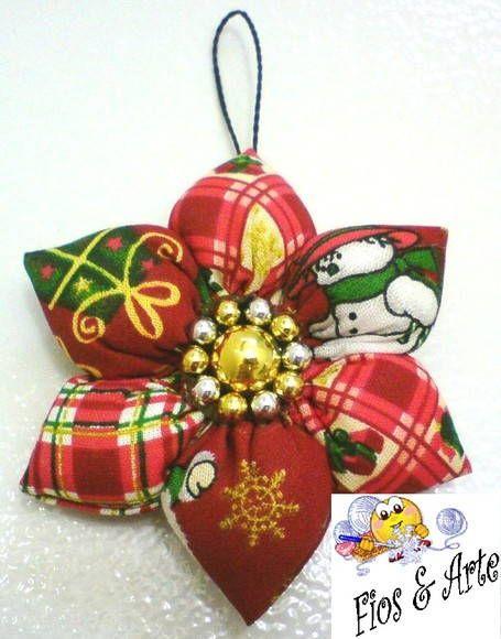 Enfeite natalino, de fuxico em flor, confeccionado com tecido de algodão, estampa temática. R$ 5,15