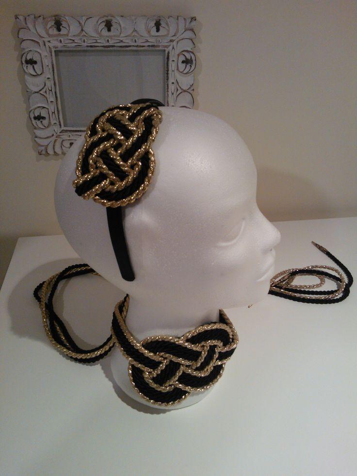 Diadema y cinturón a juego. Headband and belt.