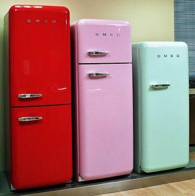 Jääkaappi joka erottuu massasta.