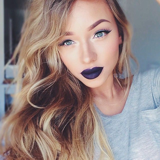 subtle eyes and bold lips  @liza_lash