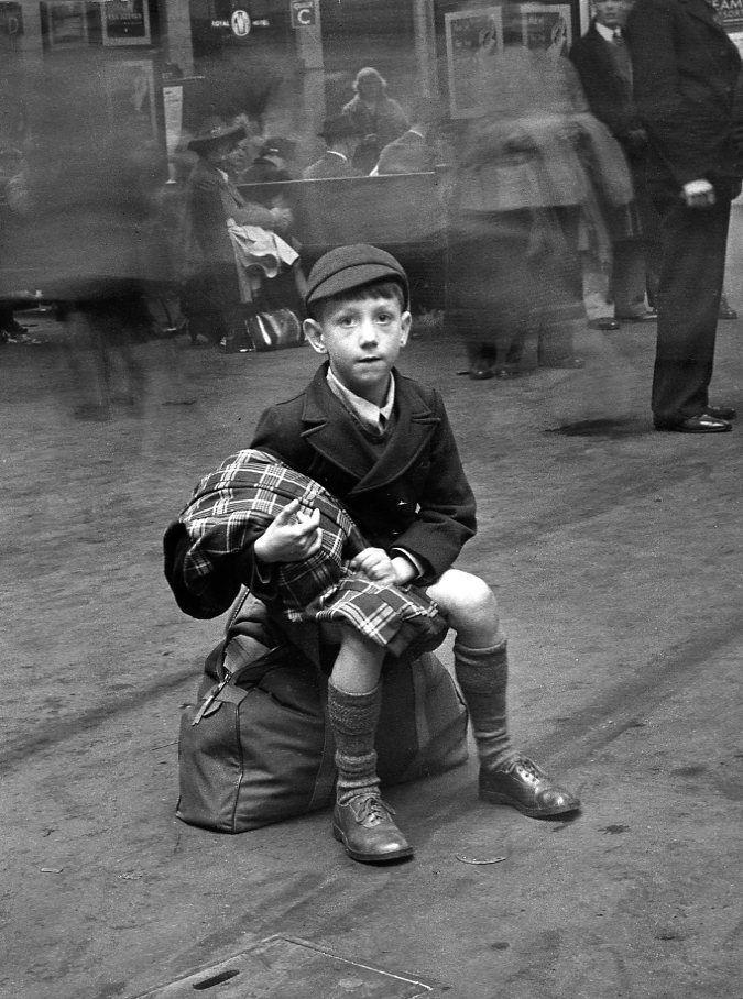 Robert Doisneau // England - Ecolier londonien 1950