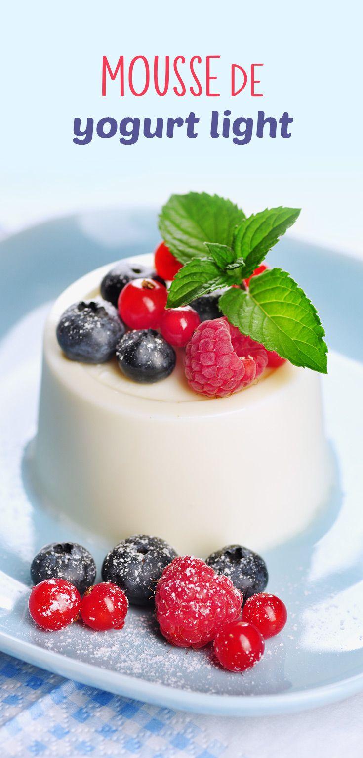 Fácil receta de Mousse de Yogurt Light preparado con crema, yogurt y grenetina. Rico postre para la dieta.