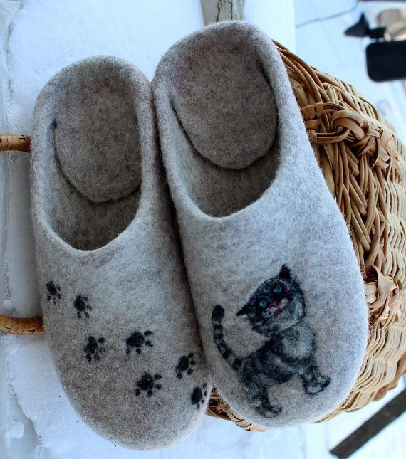 Grey Felted House Shoes In Variations Lovely Cat ♡ by FeltZeppelin