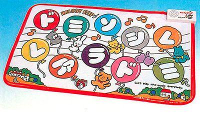 メロディステップ  80年代~ バンダイから発売された足で音階を踏む玩具。