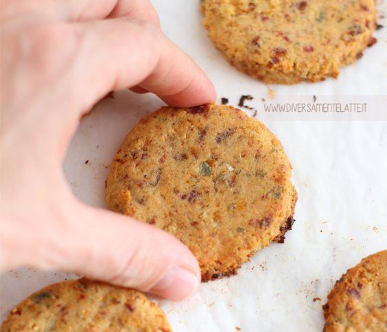I biscotti vegani alla frutta secca sono senza burro, senza uova, senza glutine, senza zuccheri aggiunti che vi stupiranno per la loro bontà e golosità!