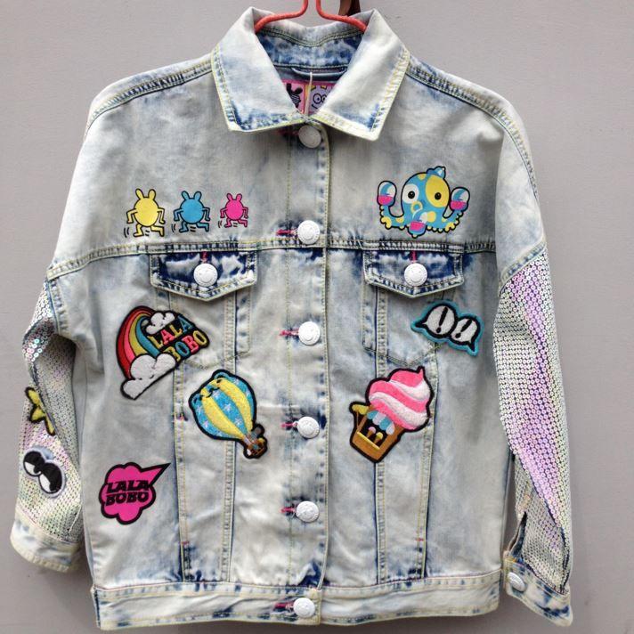 Джинсовая куртка с нашивками