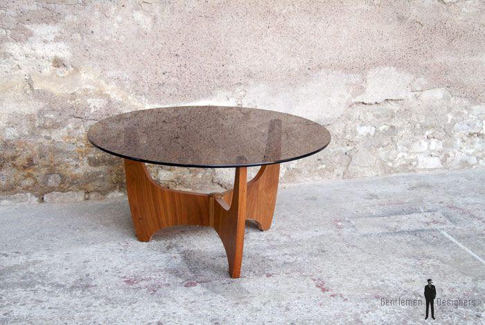 GENTLEMEN DESIGNERS, Mobilier vintage, made in France TABLE BASSE RONDE, PLACAGE TECK. PLATEAU EN VERRE