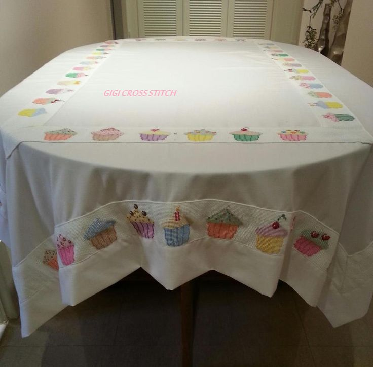 Cupcakes tablecloth.